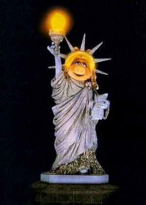 Piggystatueofliberty