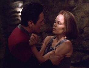 Chakotay argues with BElanna