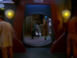 Quark&#39;s Bar, Crossfire
