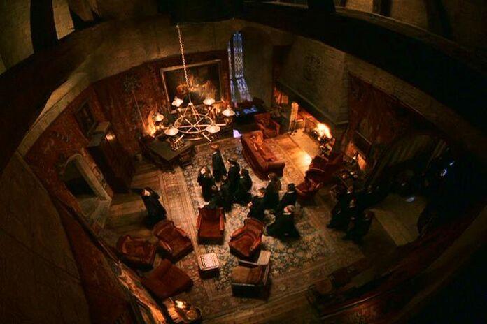 Bienvenida a mis alumnos( solo clan blanco) 696px-Gryffindor_Common_Room