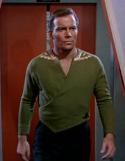 Kirk in seiner alternativen Uniform