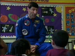 3696.Astronautvisitsschool