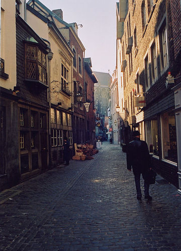 File:Narrow street Aachen.jpg - Wikia Travel