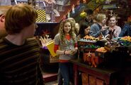 Lavender Brown looking at Ron inside WWW shop