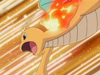 Dragonite de Pro usando puño fuego.