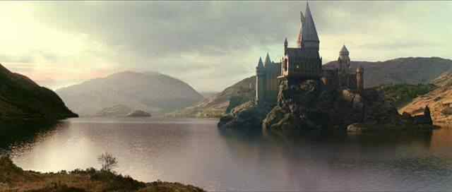 http://images2.wikia.nocookie.net/__cb20091103083633/harrypotter/images/f/fe/Hogwarts001.jpg
