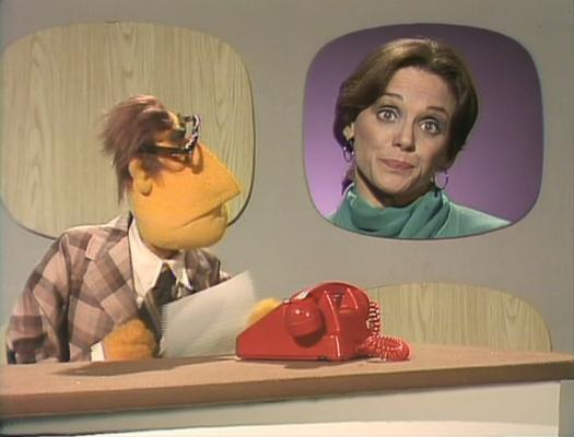 muppet news flash the newsman speaks with mrs klinger valerie harper