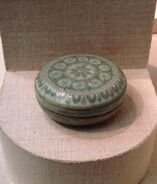 Cosmetic box, stoneware with celadon glaze, Goryeo Dynasty