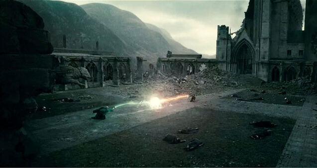 DH - Voldemort VS. Harry Final Duel 03.jpg