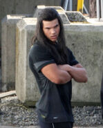 Taylor-lautner-new-moon-set-pics-1