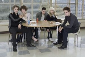 300px-The-cullens-twilight-series-255285