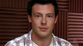1x10 Finn notices Rachel's butt