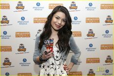 Miranda-cosgrove-chewy-charming-07