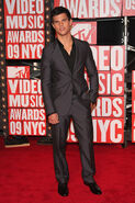 Taylor-at-the-VMA-s-jacob-black-8147433-365-550