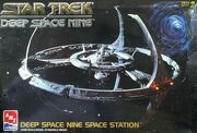 AMT Model kit 8778 Deep Space Nine Space Station 1994