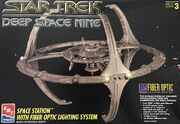 AMT Model kit 8764 Deep Space Nine Space Station 1995