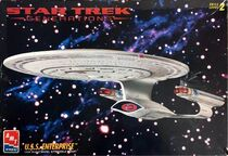 AMT Model kit 8793 USS Enterprise-D 1995