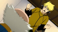 Laxus arms his father in front of Makarov