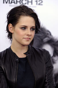 Kristen-stewart-remember-me-premiere-HQ-kristen-stewart-10685301-1708-2560