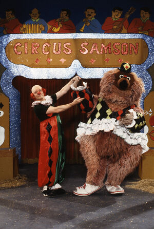 Sesamstrasse064-(Uwe-Friedrichsen-and-Samson-play-circus)