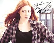 Karen gillan signed photo