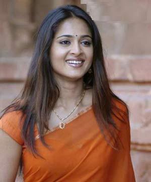 http://images2.wikia.nocookie.net/__cb20101121114357/indiancinemamedia/images/0/08/Anushka_Shetty_300.jpg