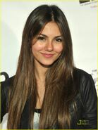 Victoria-justice-nicolas-dating-02