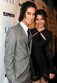 Victoria Justice Avan Jogia ELLE Express 25 CrXJ1w51rb2l