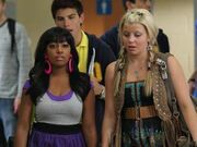 Alli-jenna-drew-alli-bhandari-degrassi-15411576-320-240