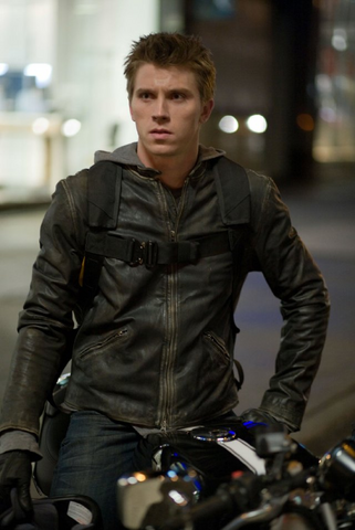 http://images2.wikia.nocookie.net/__cb20110306105847/tron/images/thumb/d/d3/Sam_Flynn.png/321px-Sam_Flynn.png