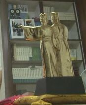 Securedownload-gold-statue