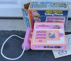 Miss piggy talking phone 1