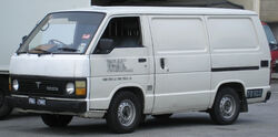 Toyota Hiace (third generation) (front), Serdang
