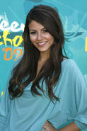 Victoria+Justice+Long+Hairstyles+Long+Side+vF0ONKIjToZl