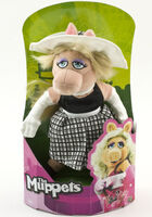 DreamInternationalMissPiggy8in