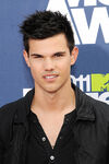Taylor-lautner pg450001