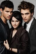 More-EW-Outtakes-robert-pattinson-kristen-stewart-taylor-lautner-kristen-stewart-10123812-320-480