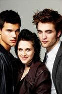 More-EW-Outtakes-robert-pattinson-kristen-stewart-taylor-lautner-kristen-stewart-10123815-320-480