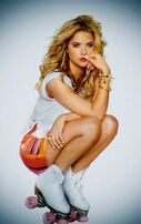 Ashley-benson-entertainment-weekly-photoshoot-01-560x889