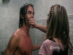 Pll-ep18-hanna-caleb-shower