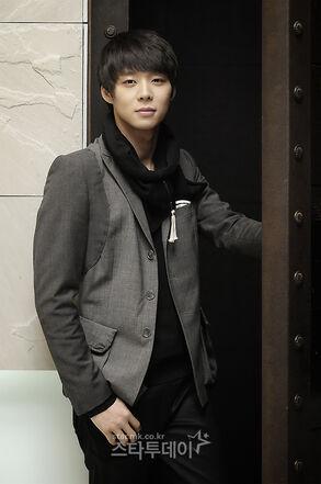 DBSK          293px-Micky_Yoochun12