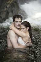 Robert-Pattinson-Kristen-Stewart-Twilight-Saga-Breaking-Dawn-Part-1-image-4