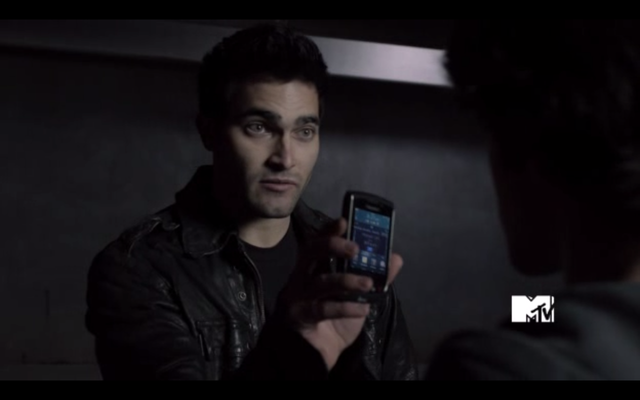 http://images2.wikia.nocookie.net/__cb20110910233339/teenwolf/images/f/f0/Derek-Hale-has-Scott-McCalls-ATT-Blackberry-Torch-Teen-Wolf-Season-1-Episode-6-Heart-Monitor-.png
