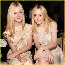 1-dakota and elle fanning