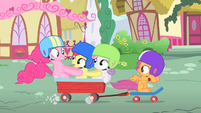 Pinkie Pie riding to Sugarcube Corner with the CMC S1E23
