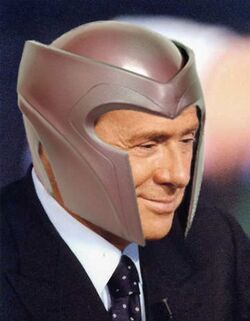 Silvio Berlusconi con casco di Magneto