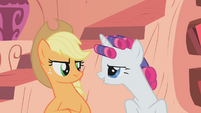 Rarity &quot;rubbing it in&quot; at Applejack S1E8