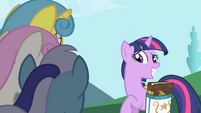 Twilight Sparkle smile S01E01