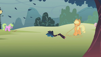 Applejack pulling down branches S1E08