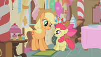 Applejack startling Apple Bloom S01E12